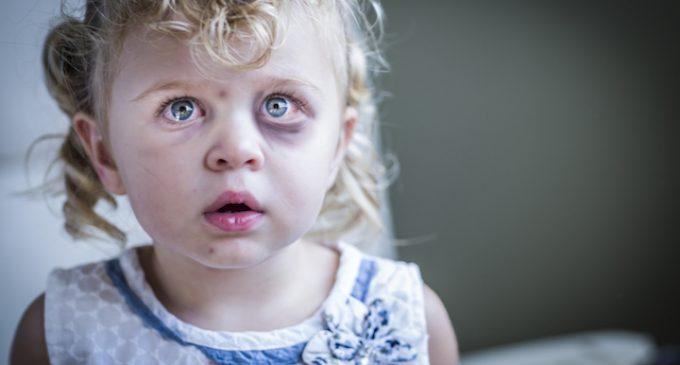 """""""Hulp aan mishandelde kinderen ondergeschikt aan regelzucht"""""""
