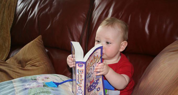 Voorlezen baby vooral goed voor temperamentvolle kinderen